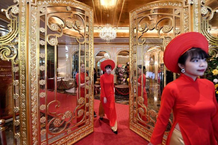 Как выглядит первый в мире отель из золота (15 фото)