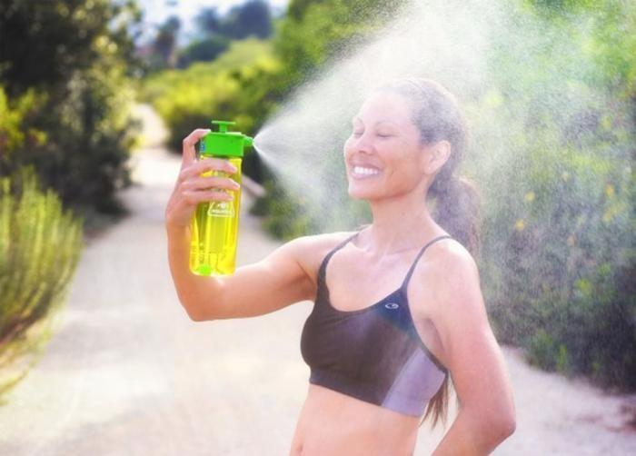 Полезные вещи для тех, кому все время жарко (10 фото)