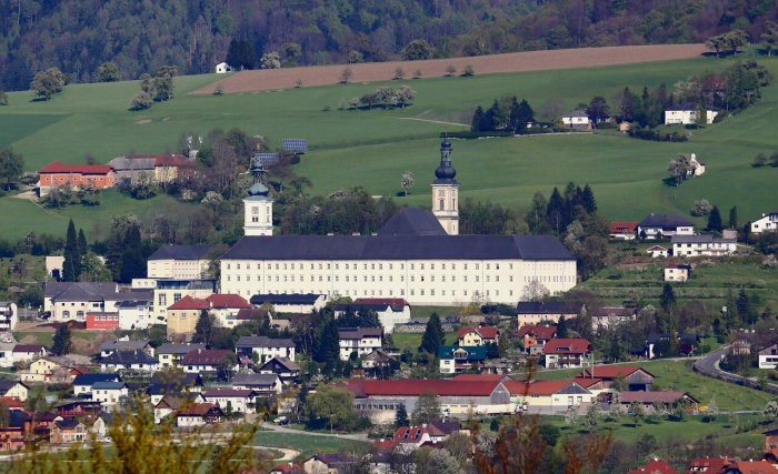 Зачем в Баварии строят кривые дороги (5 фото)