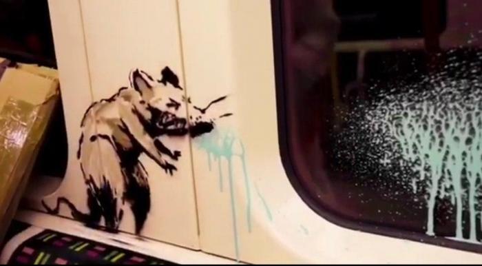 Бэнкси нарисовал новое граффити в лондонском метро (3 фото)