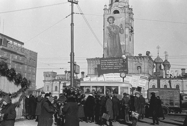 Какой была Москва в 1930-е годы (15 фото)