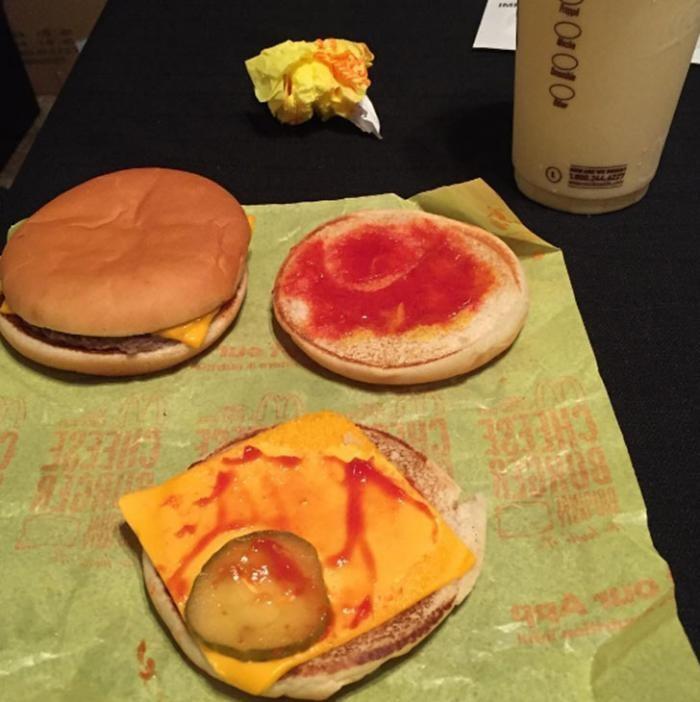 Случаи, когда McDonald's повел себя по-предательски (12 фото)