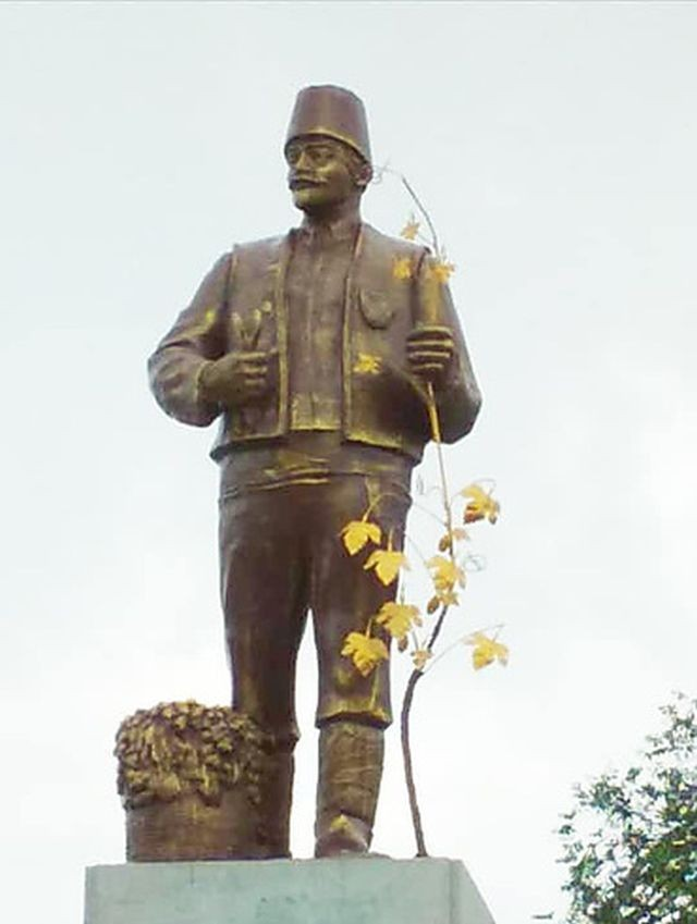 В Одесской области памятник Ленина преобразовали (2 фото)