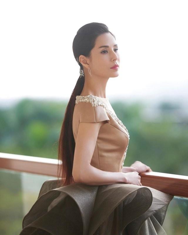 Актриса из Гонконга,которая за 30 лет не постарела ни на день (15 фото)