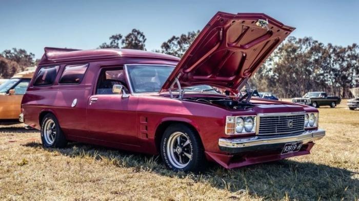 Holden Sandman и Ford XB Surferoo - Фургоны для австралийцев (18 фото