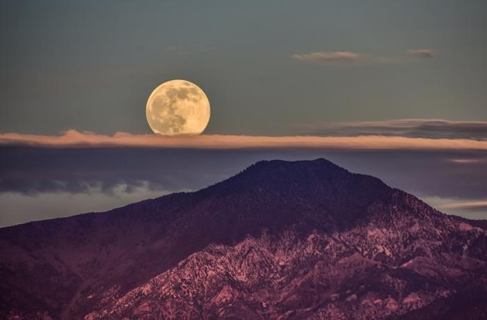 Чем Луна может быть полезной человечеству в будущем? (4 фото)