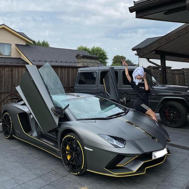 Настя Ивлеева купила машину за 25 миллионов рублей (11 фото)