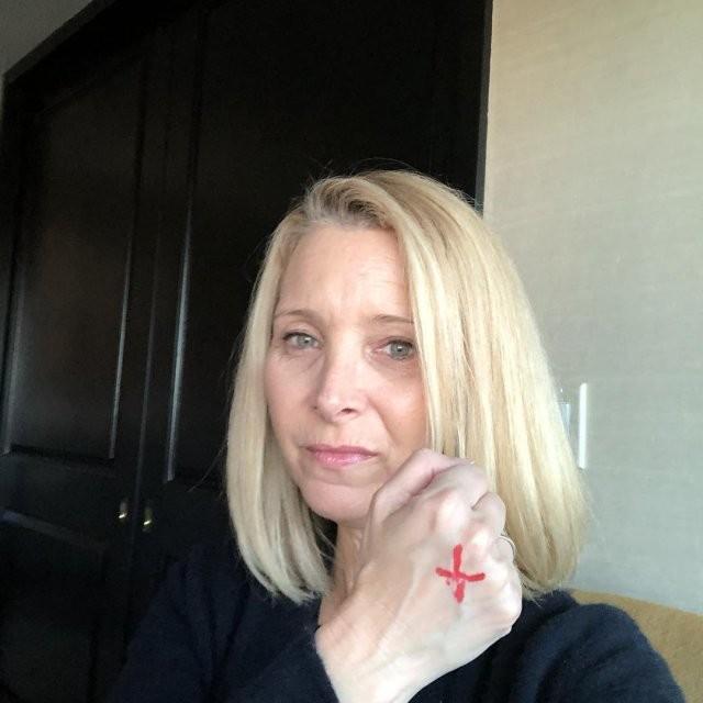 """Как сейчас выглядит Лиза Кудроу - Фиби из сериала """"Друзья"""" (10 фото)"""