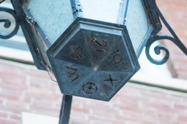 Объясните мне, что это за символы? (10 фото)