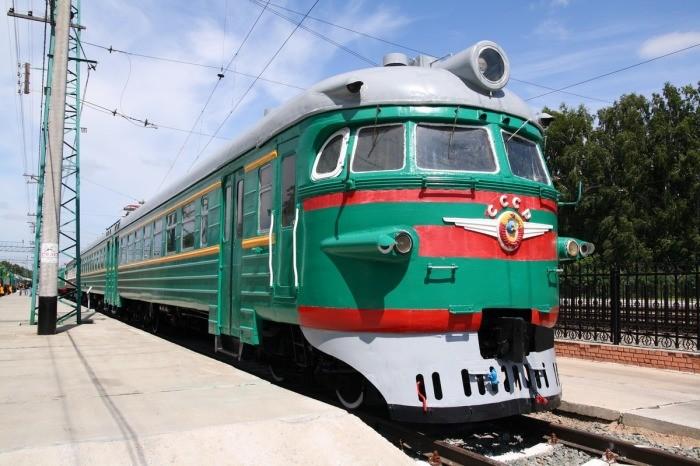 Почему поезда в СССР красили в зеленый цвет (6 фото)