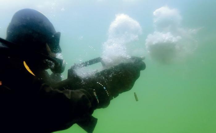Автомат-амфибия, который умеет стрелять под водой (5 фото)