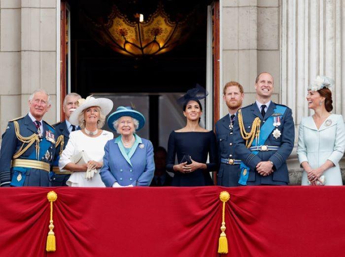 Откуда берут средства члены королевской британской семьи (8 фото)