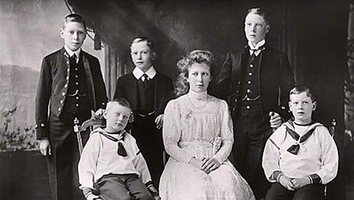Почему наследника британского престола скрывали от людей (5 фото)