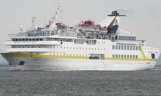 В порту в результате взрывов затонул лайнер Orient Queen (2 фото)