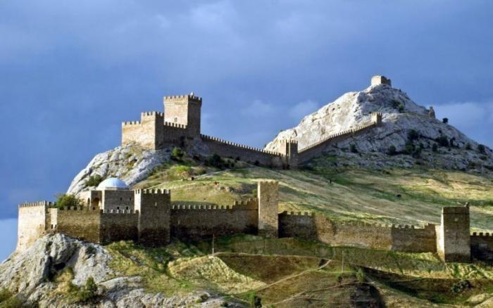 10 мест в Крыму, которые обязательно стоит посмотреть (10 фото)