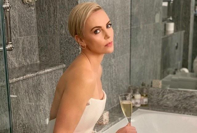 Шарлиз Терон - 45! Умная блондинка, задавшая тон в Голливуде (12 фото)