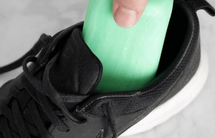 Зачем некоторые хозяева кладут в обувь мыло (4 фото)