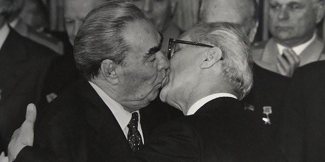 Чиновники СССР, не стеснялись проявлять страсть на публике (10 фото)