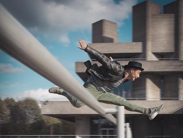 Британский фотограф Марк МакГи - мастер динамичных фотосессий(20 фото)