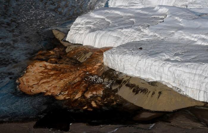 Загадка «кровавого» водопада в Антарктиде (7 фото)