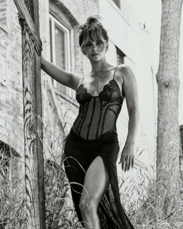 Холли Берри - 54! Девушка Бонда, Женщина-кошка (13 фото)