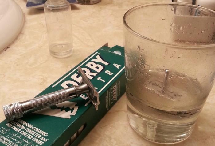 Способы полезного применения жидкости для снятия лака в быту (10 фото)