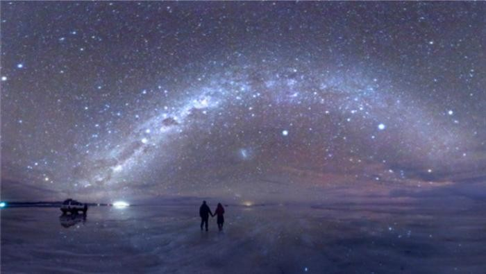 Места, которые полностью меняются ночью (13 фото)
