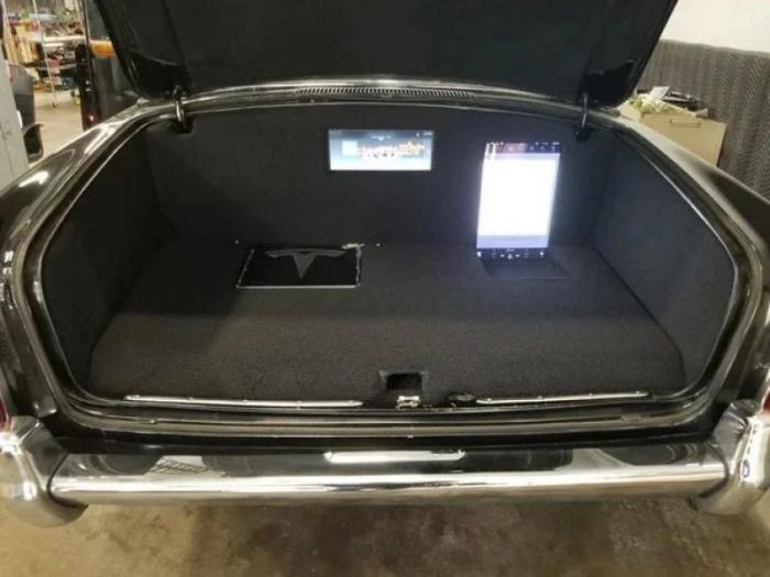 В Rolls Royce 50-летней давности пересадили начинку от Tesla Model S