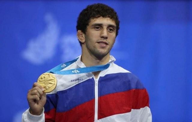 Чемпион мира по вольной борьбе Заурбек Сидаков женился (3 фото)