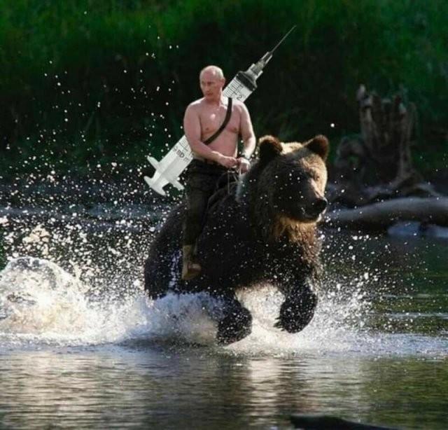 Шутки и мемы про российскую вакцину от коронавируса (12 фото)