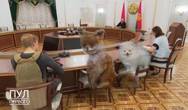 Мемы про Лукашенко с автоматом (12 фото)