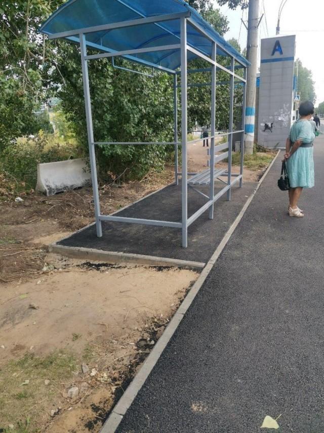 Вот каким образом установили автобусную остановку в Ульяновске (3 фото)
