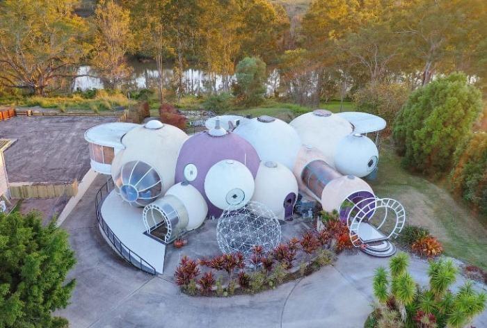 В Австралии продается футуристический дом из пузырей (18 фото)