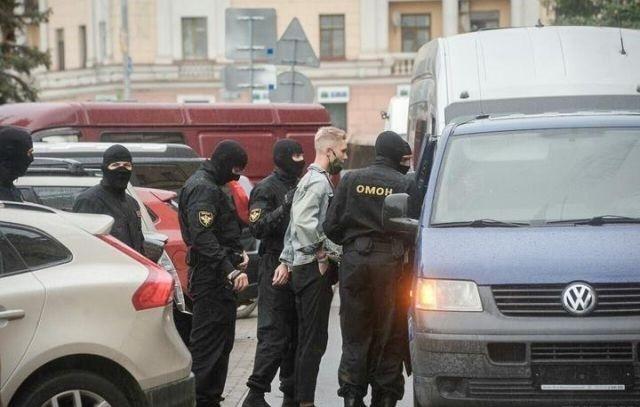 Первое сентября в Белоруссии: митинги и задержание студентов (7 фото)