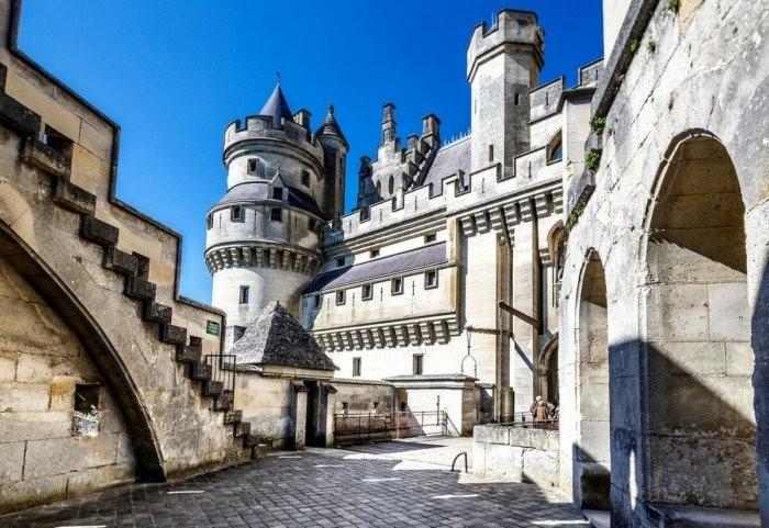 Шато де Пьерфон. Как выглядит замок Портоса в наши дни (2 фото)