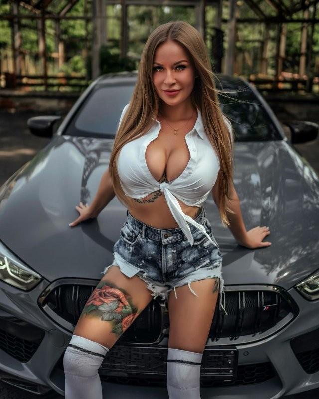 Девушка, которая лучше всех разбирается в машинах (7 фото)