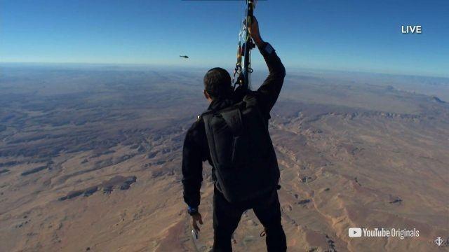 Великий иллюзионист поднялся на высоту 7300 метров (8 фото)