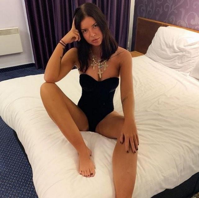Бет Спидби: кассирша, которая разбогатела, продавая интимные фотографии (15 фото)