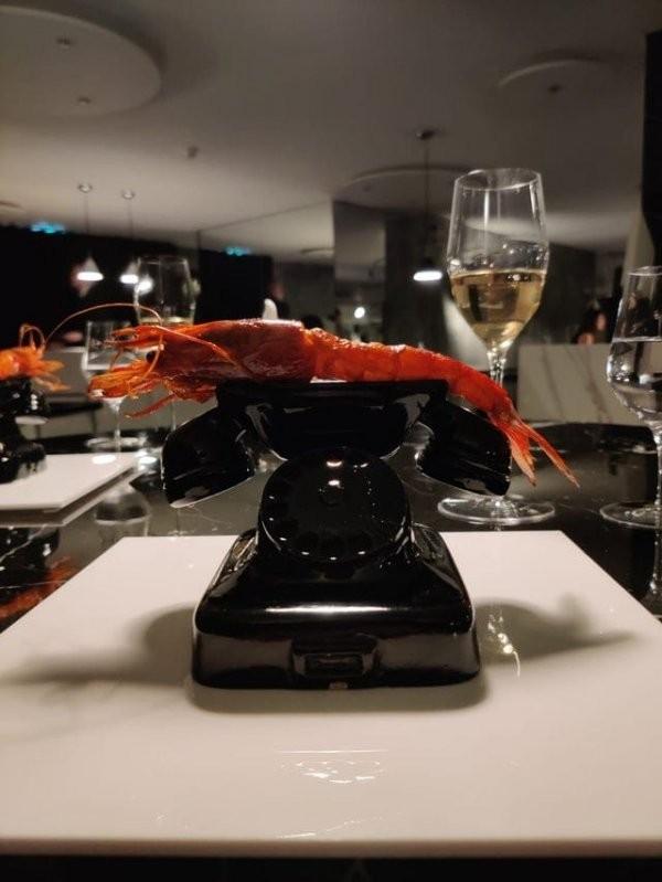 Странные подачи блюд в ресторанах, от которых нет аппетита (17 фото)