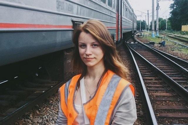 Екатерина Сергеева - петербурженка, которая мечтала стать машинистом электрички (12 фото)