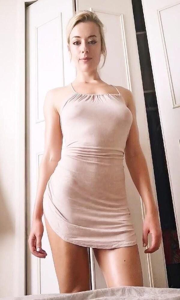 Девушки в обтягивающих платьях (25 фото)