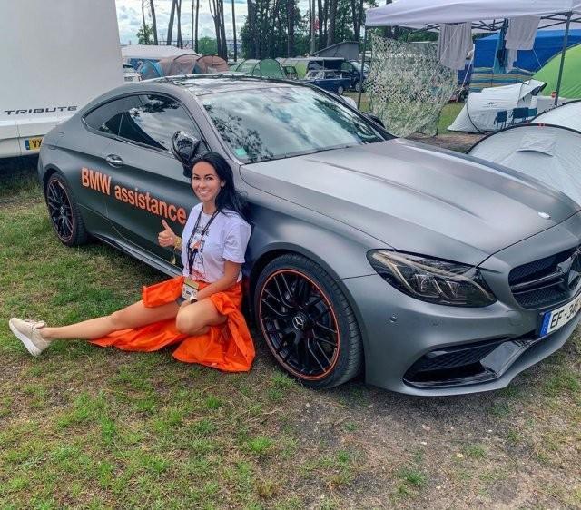 Анастасия Тукмачева (tukituk) - автоблогер, которая любит спортивные машины (15 фото)