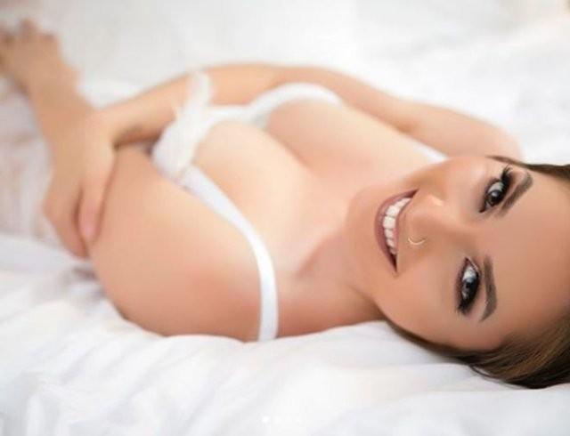Новые засветы 24.09.2020: Николь Митчелл: бисексуальная пастор, ставшая стриптизершей (15 фото)