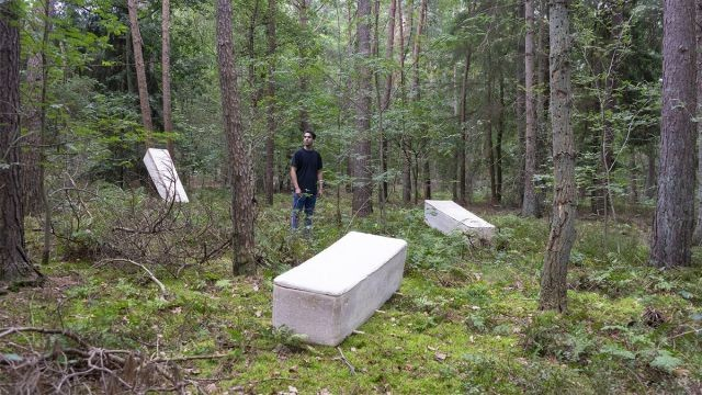 """Ученый из Нидерландов Боб Хендрикс создал первый в мире """"живой гроб"""" (3 фото)"""