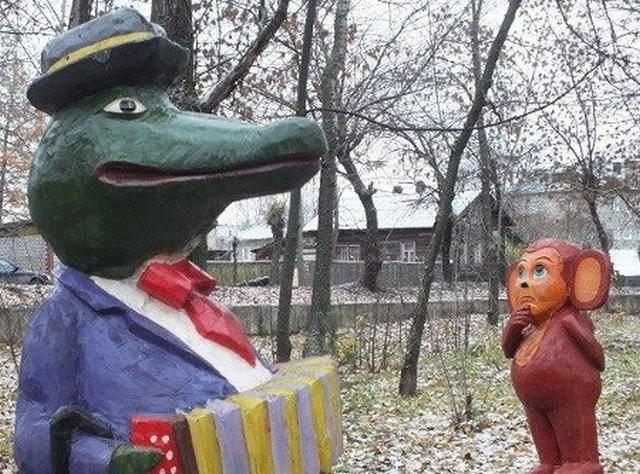 Образы Чебурашки и крокодила Гены в оформлении дворов России (20 фото)
