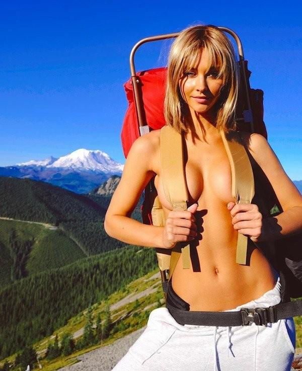 Девушки в походах и на отдыхе (24 фото)