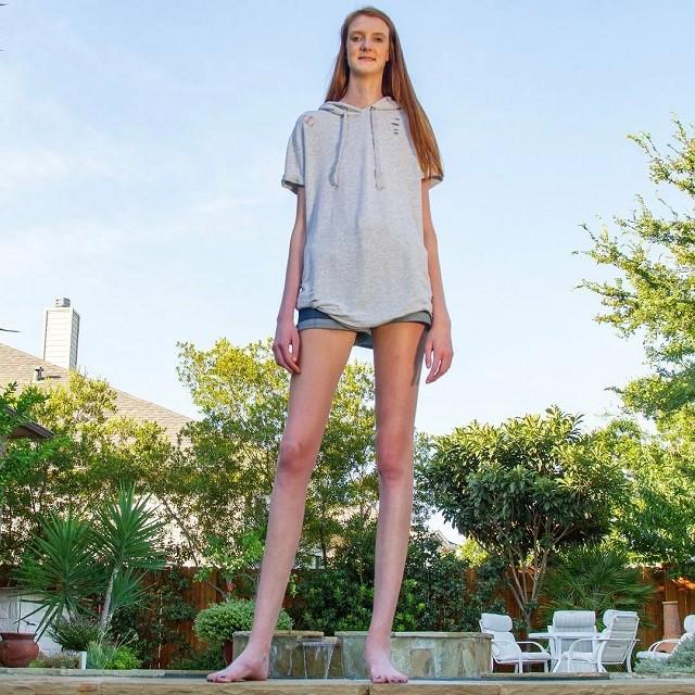 Маки Каррин - 17-летняя девушка с самыми длинными в мире ногами (13 фото)