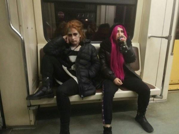 Чудаки и модники из метро (25 фото)