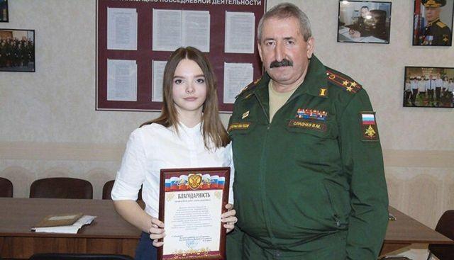 В Курской области 17-летняя Анна Целикова привела более 30 призывников в военкомат (3 фото)