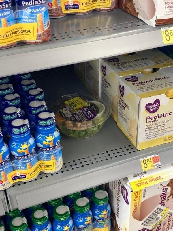 Боль сотрудника супермаркета: подборка снимков о свинском поведении в магазинах (18 фото)